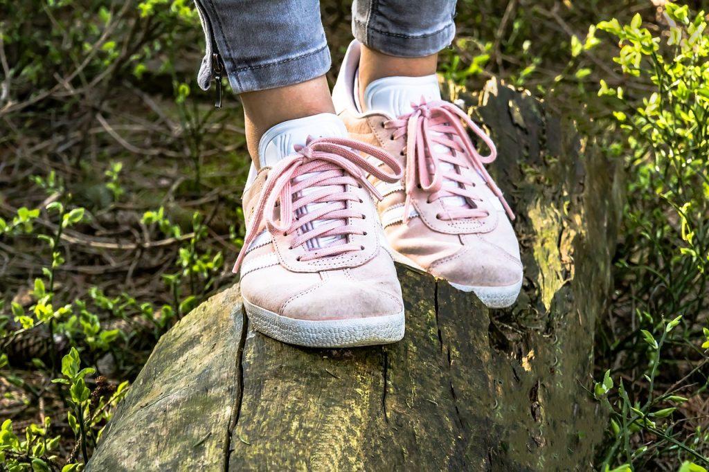 נעלים וורודות